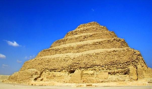 Пирамида фараона Хеопса и история египетских пирамид Чудеса света ступенчатая пирамида