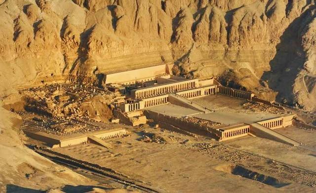 Картинки по запросу Храм царицы Хатшепсут в Дейр-эль-Бахри